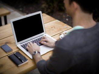 blogging-336376_960_720